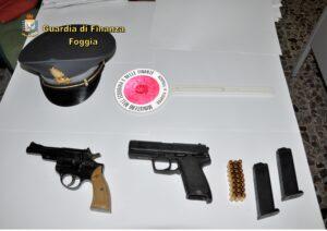 Detenzione illegale di armi e spaccio di droga: due arresti della Guardia di Finanza